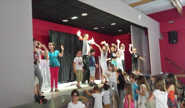 spectacle enfants avec magic pedro yzeron3g